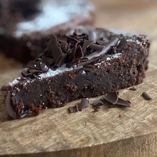 Porción tarta de chocolate y harina de almendra Harina